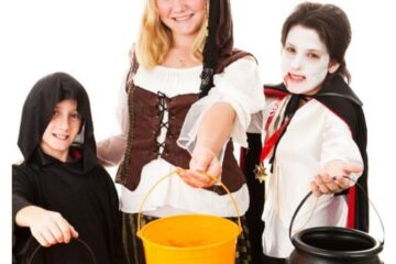 30 Trio Halloween Costumes For Adults & Kids featured image