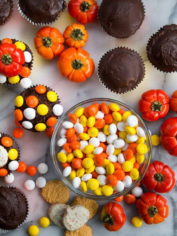Halloween Sheet Pan Cupcakes