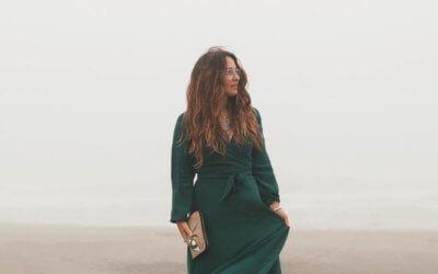 fashion blogger desert standing