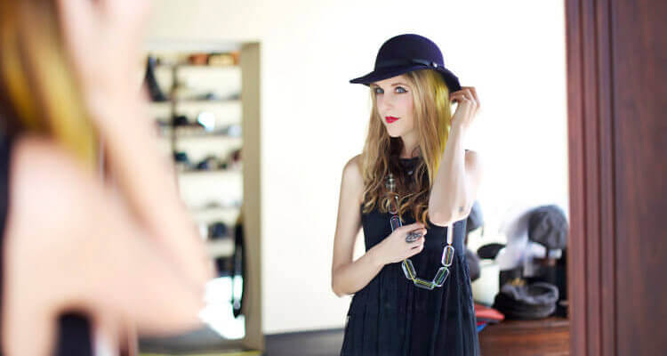fashion blogger mirror hat