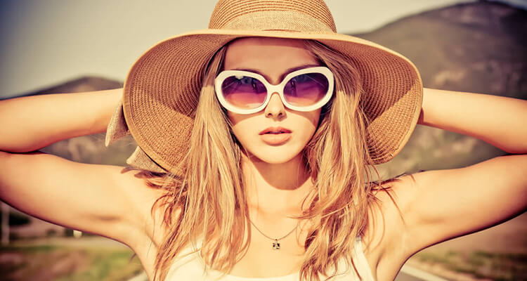 fashion blogger wearing hat sunglasses