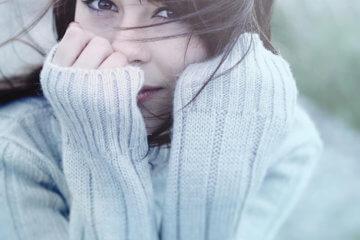 fashion blogger wearing sweater