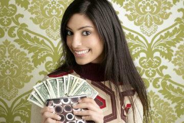 girl showing cash