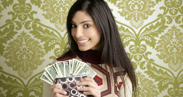 girl showing cash