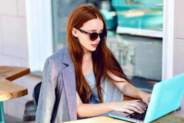 girl typing laptop