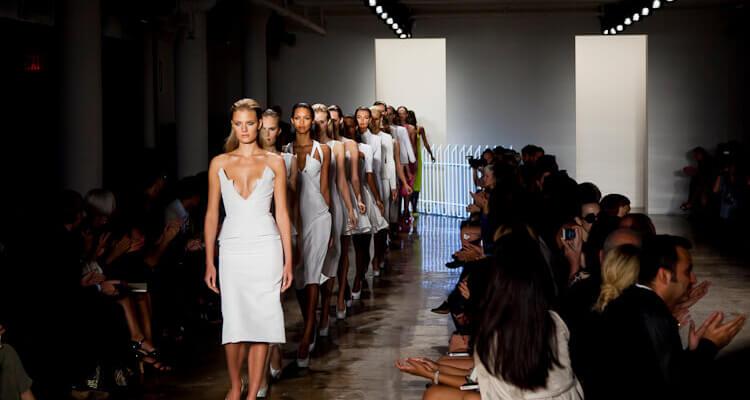 runway girls walking