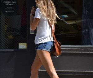 street fashion short shorts